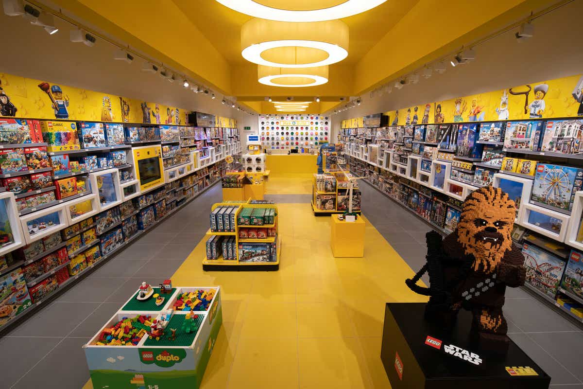 Ready, steady, build: The first LEGO® stores are coming to the Netherlands  in time for Christmas - About us - LEGO.com AE