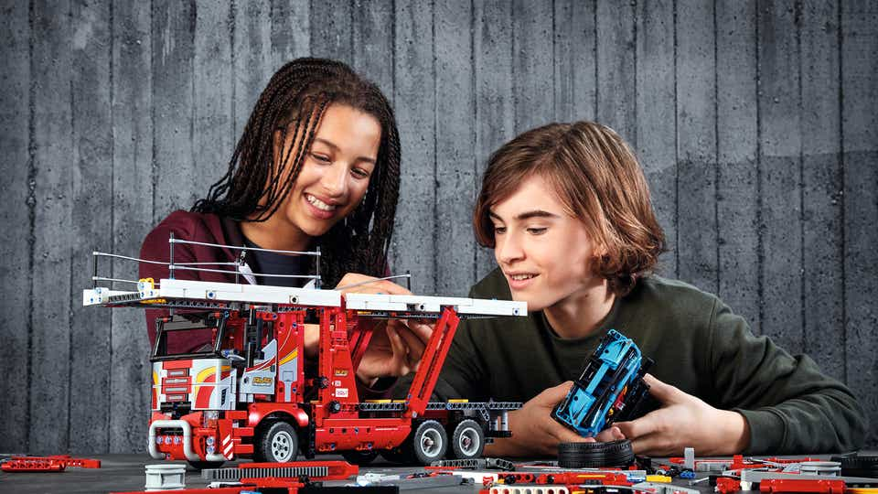 High resolution lifestyle image of LEGO TECHNIC product
