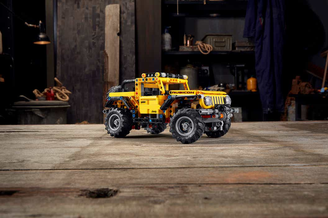 Image of the LEGO Technic Jeep Wrangler sitting on a wooden table