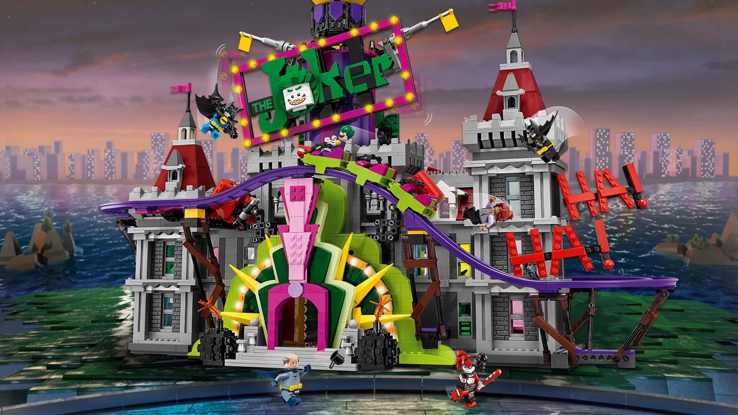 LEGO Batman Movie The Joker Manor - 70922 - The Joker has jokerized Wayne Manor so break in with Batman, Alfred and Barbara Gordon to win it back and have fun!