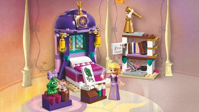 LEGO Disney - 41156 Rapunzel's Castle Bedroom - Rapunzel paints her green lizard friend in her bedroom.