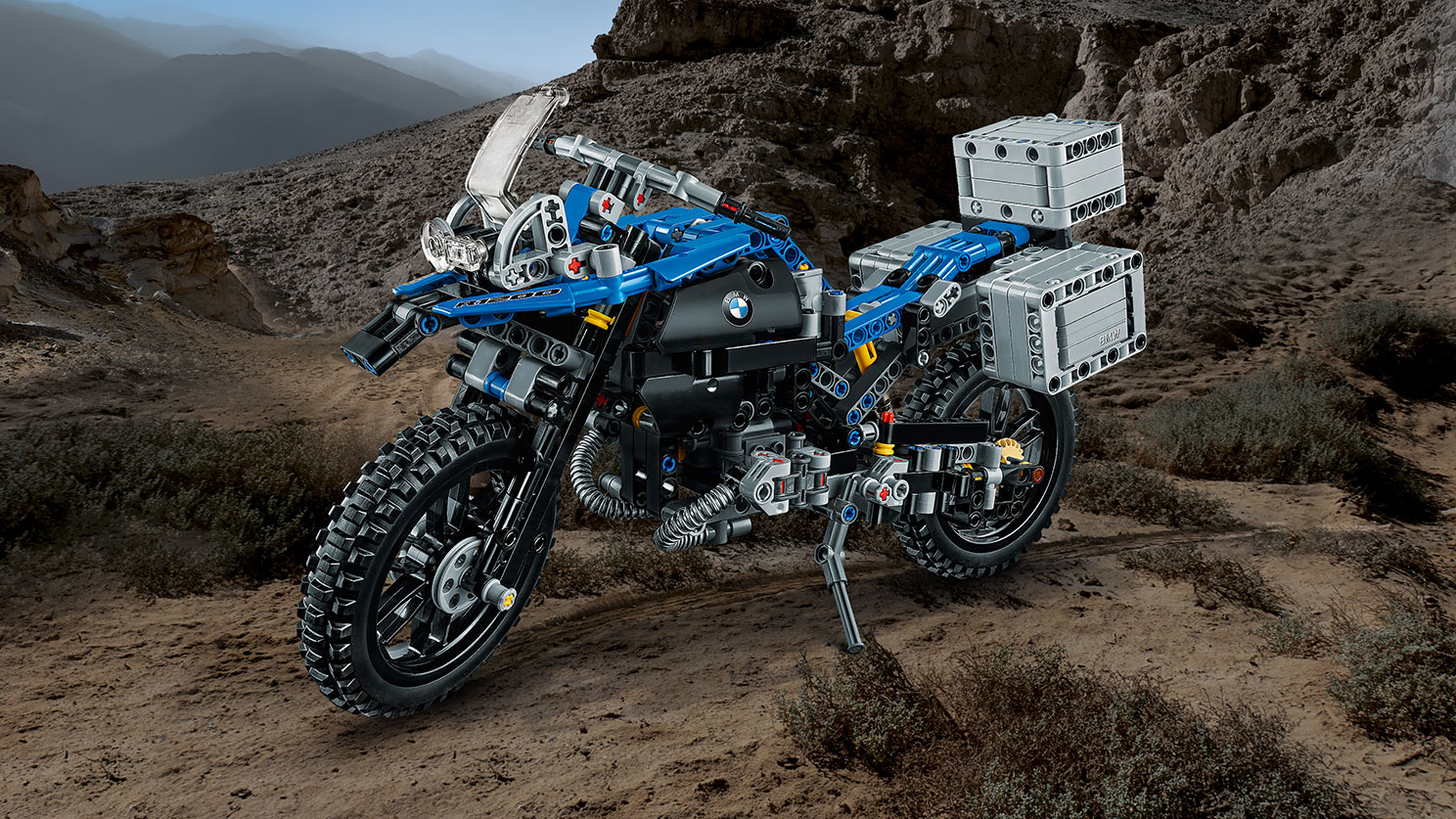 LEGO Technic - 42063 BMW R 1200 GS Adventure -  This detailed replica captures the iconic lines of the real-life machine and features a blue and black color scheme, handlebar steering, BMW Motorrad's unique telelever front suspension system, aerodynamic windshield and a detailed dashboard and exhaust.