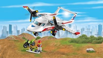 LEGO City Great Vehicles plane rescue – Ambulance Plane 60116