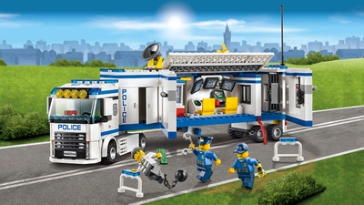 LEGO City Police truck, prisoner and police minifigures - Mobile Police Unit 60044