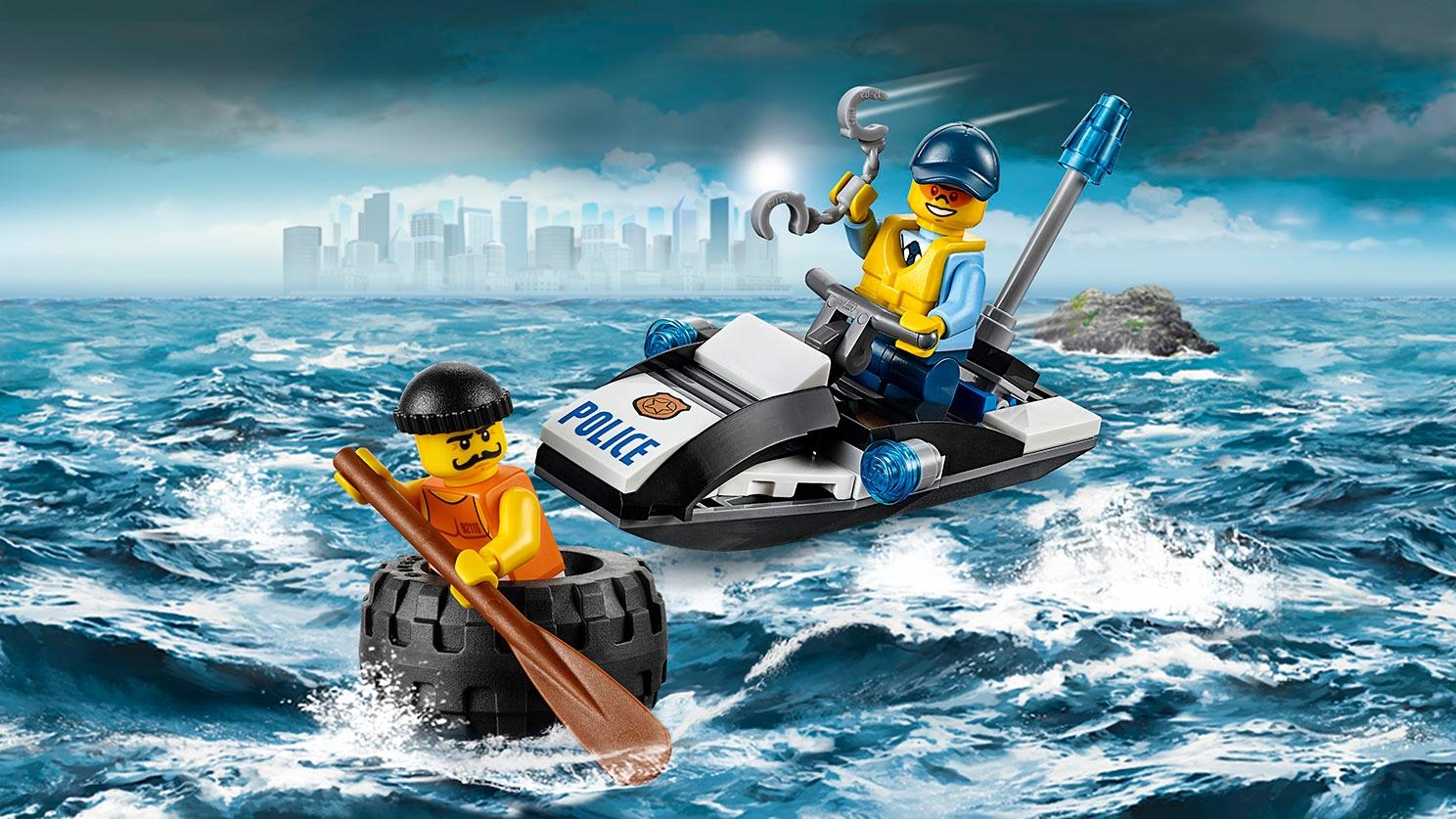 LEGO City minifigurky při policejním pronásledování na moři u Vězení na ostrově – Útěk v pneumatice 60126