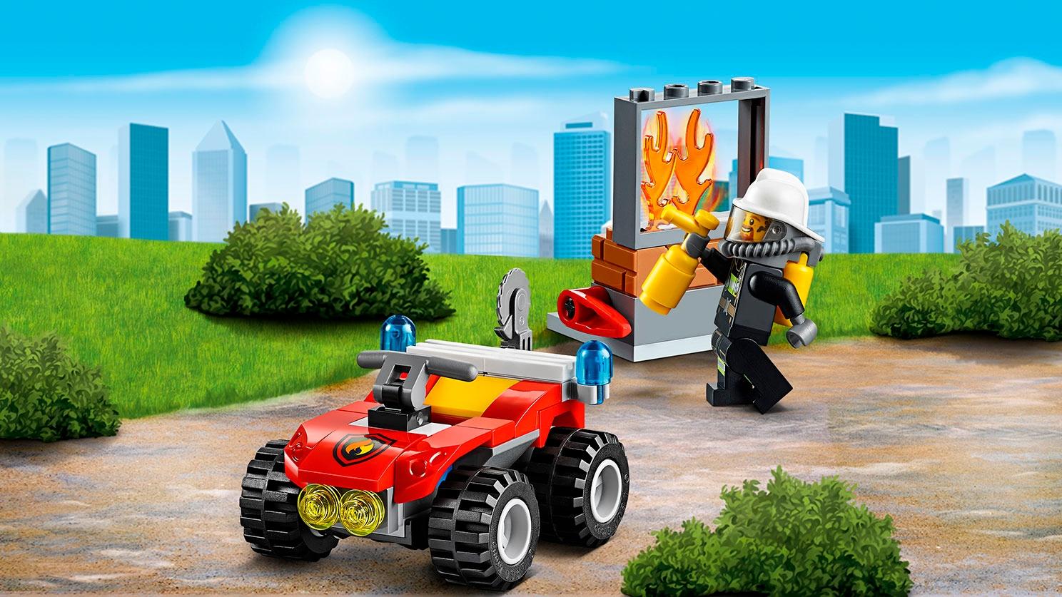 LEGO City: minifigura de bombero apagando un incendio – Todoterreno de bomberos (60105)
