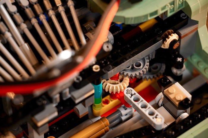 Die Mechanik in der LEGO® Ideas Schreibmaschine