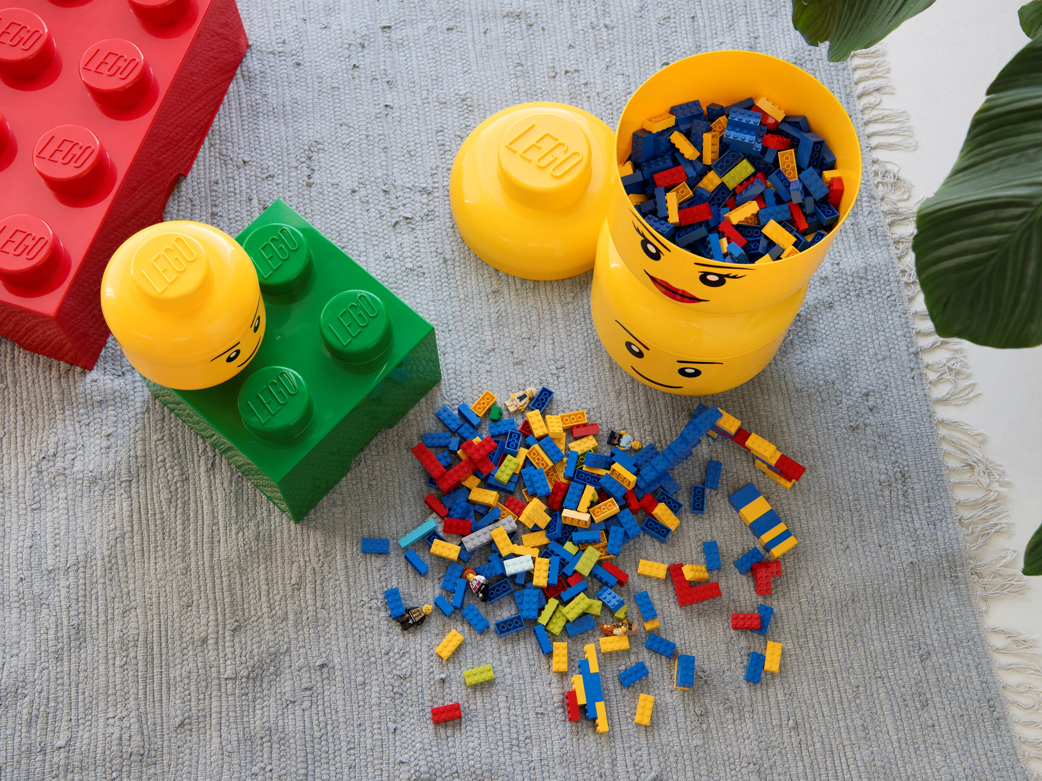 rangement en forme de tete de garcon lego grand