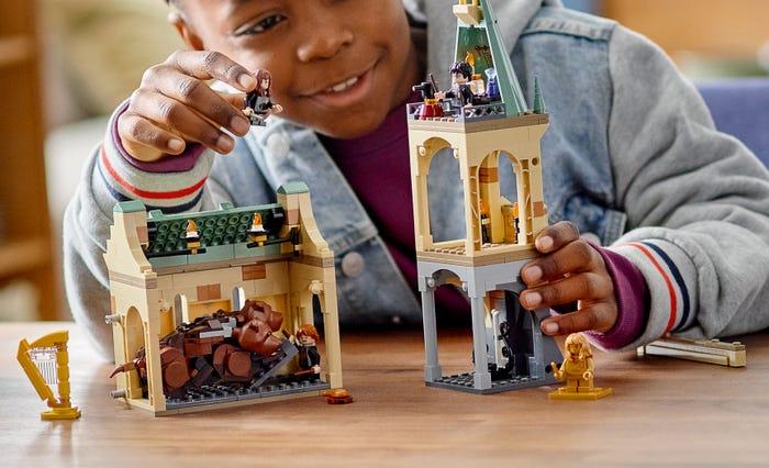 Nippelitietoa: Kaikkien aikojen ensimmäiset minihahmojen minijalat valmistettiin LEGO® Harry Potter™ settejä varten.
