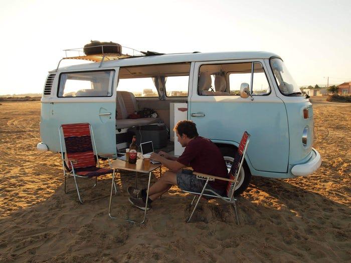 Sven durante il suo viaggio ad Algarve, Portogallo