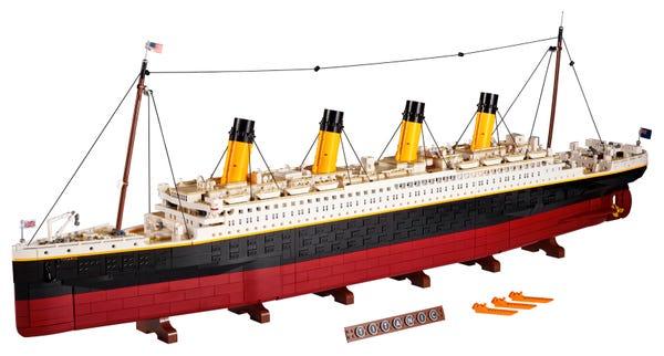 Lego model of the Titanic (10294)