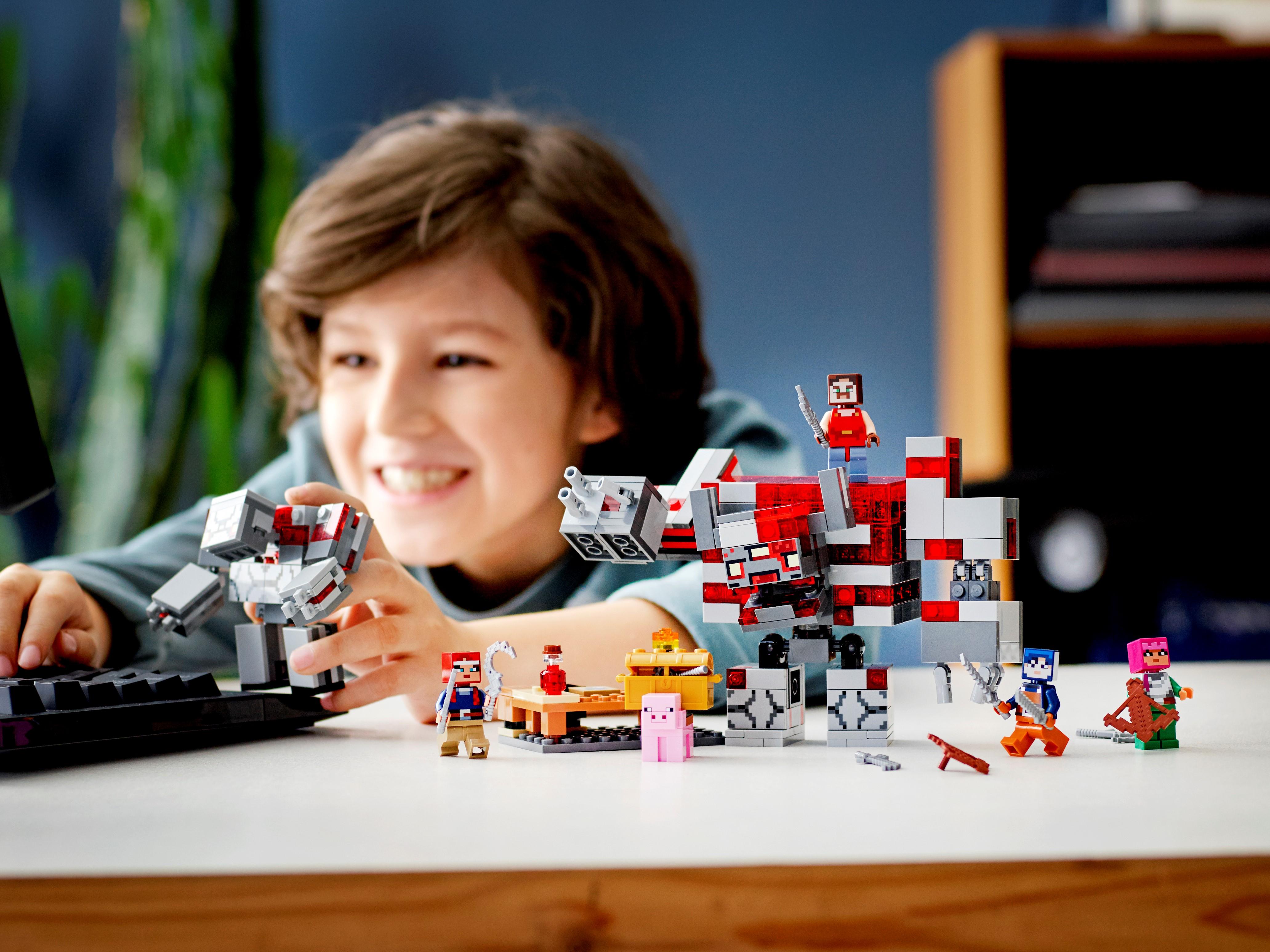 LEGO Minecraft The Redstone Battle Minecraft Dungeons Set Toy 504 Pieces 21163