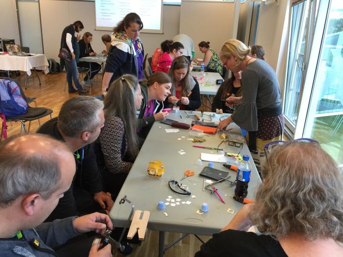Miembros de la iniciativa WBI participan en un taller de joyería en Skærbæk (Dinamarca) en 2019