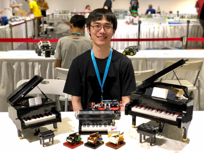 Donny lors d'une convention de briques LEGO